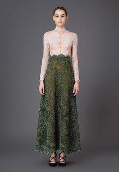 Valentino - Fall 2015 Woman - Look 129 of 225 Style Couture, Couture Fashion, Modest Fashion, Fashion Dresses, Mode Simple, Italian Fashion Designers, Valentino Women, Batik Dress, Indian Wedding Outfits