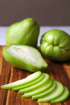 Sauteed chayote squash and potato is a tasty recipe, perfect as side, but great as appetizer too! The fresh taste of mint complete this fast and easy dish! Pumpkin Recipes, Potato Recipes, Vegan Recipes, Vegan Food, Ravioli, Chayote Recipes, Chayote Squash, Ideal Protein, Vegetable Dishes