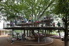 Çocuklar için Mimarlık: Ağacı Çevreleyen Bir Anaokulu