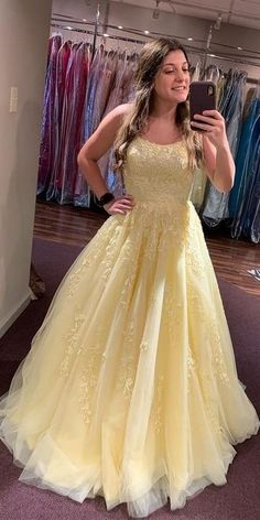 2020 Spaghetti Straps Prom Dress with Beaded Tulle Appliques Fashion Long Evening Gowns Custom Made Long School Dance Dress Women's Pagent Dresses Pagent Dresses, Straps Prom Dresses, Women's Dresses, Wedding Dresses, Winter Formal Dresses, Formal Evening Dresses, Dress Winter, Dress Formal, School Dance Dresses
