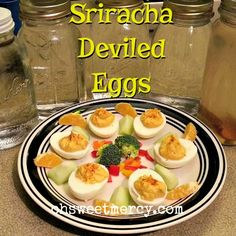 Make those deviled eggs a bit more true to their name sake and turn up the heat! This easy Sriracha Deviled Eggs recipe is sure to please. Sriracha Deviled Eggs, Deviled Eggs Recipe, Thm Recipes, Cooking Recipes, Mama Recipe, Man Food, Goodies, Appetizers, Low Carb