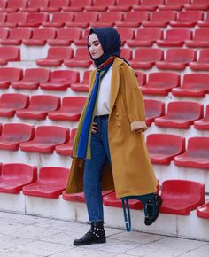Be versatile during this winter by pulling chunky and oversize knitted sweater dress on jeans with flat shoes and printed hijab coordination. Muslim Fashion, Modest Fashion, Hijab Fashion, Women's Fashion, Modest Clothing, Clothing Ideas, Winter Outfit For Teen Girls, Winter Outfits For Work, Fall Outfits