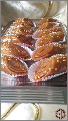 Sweet Desserts, Dessert Recipes, Moroccan Desserts, Armenian Recipes, Armenian Food, Choux Pastry, Arabic Sweets, Pie Cake, Beignets