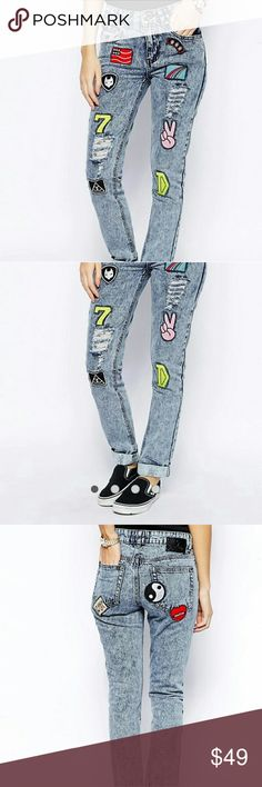 """🔥Daisy Street Acid Wash Mom Jean w/ Patches Acid wash mom jeans with you cool patches. Definitely a head turner.  Straight fit.   Waist measures 28 inches.   Rise measures 9 inches.   As weird as it may sound, the patches had lint pieces when I got them. I guess this is supposed to add to the """"worn"""" and distressed look.   Inseam is 27 inches.   Worn 3 times and just washed recently. Daisy Street Jeans"""