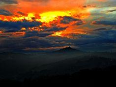 https://flic.kr/s/aHsky1yrTU | Alba e tramonti | Lo spettacolo comincia con l'alba e finisce con il tramonto