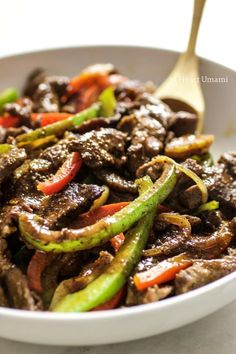 The best Saucy Paleo Chinese Pepper Steak Stir-Fry recipe with homemade Worcestershire steak sauce. This healthy Pepper Steak is easy, quick, low carb, and gluten-free with no added sugar. A healthy, delicious takeout recipe everyone in the family can enj Easy Paleo Dinner Recipes, Healthy Low Carb Recipes, Paleo Recipes, Asian Recipes, Pepper Steak Stir Fry, Chinese Pepper Steak, Paleo Pepper Steak Recipe, Steak Stirfry Recipes, Stir Fry Recipes