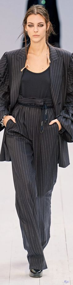 Fall 2020 RTW Max Mara Suits For Women, Women Wear, Black And White Style, Italian Fashion, Fashion Labels, Fashion Show, Fashion Trends, Max Mara, Business Fashion