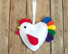 DIY Felt Rooster Ornament Kit by PaisleyMoose on Etsy Felt Crafts, Easter Crafts, Fabric Crafts, Diy And Crafts, Crafts For Kids, Felt Christmas Ornaments, Christmas Crafts, Felt Decorations, Christmas Decorations