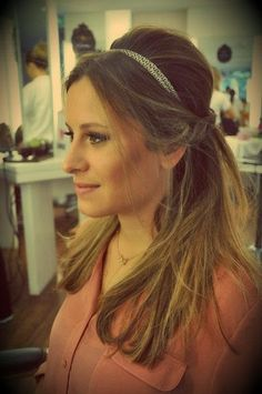 penteado de festa semi preso com tiara