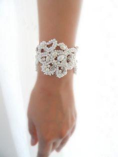 Bracelet, bracelet nuptiale, bracelet en perles de mariée, brassard, brassard de mariage, gants nuptiale, dentelle brassard,