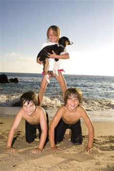 family photography ideas outdoors in Laguna Beach Emerald Bay California by Newport Beach california Jason Wallis is a qualified photographer, educated at Brooks Institute, Family Beach Poses, Beach Family Photos, Vacation Pictures, Beach Pictures, Xmas Pictures, Beach Pics, Picture Poses, Photo Poses, Picture Ideas