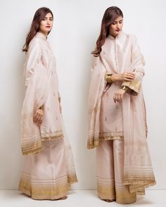 Feammanallah FeAmaanAllah to everyone Pakistani Dress Design, Pakistani Outfits, Indian Outfits, Ethnic Fashion, Asian Fashion, Modest Dresses, Nice Dresses, Bridesmaid Saree, Eastern Dresses