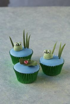 Fun & Cute Friendly Cupcakes to match the larger Friendly Frog The kids will love and adult frog fans will too! Cupcakes Fondant, Frog Cupcakes, Kid Cupcakes, Animal Cupcakes, Sweet Cupcakes, Yummy Cupcakes, Cupcake Cookies, Birthday Cupcakes, Frog Food