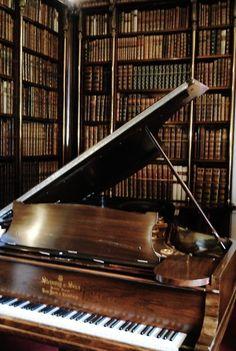Biblioteca con musica