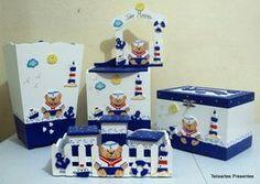 Kit maternidade composto pelo kit higiene (bandeja e 03 potes), fraldário, caixa de remédios, cesto de roupa e quadro maternidade, decorados com apliques pintados a mão com o tema ursinho marinheiro ou de sua preferência. <br> <br>Obs: consulte outros produtos com tema ursinho com brinquedos para compor o kit. <br> <br>Desenvolvemos o kit, enfeite de porta e lembrancinhas conforme sua decoração e com as cores que desejar.