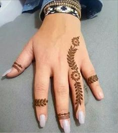 121 Simple mehndi designs for hands - Henna Designs - Henna Designs Hand Henna Tattoo Hand, Henna Tattoo Designs, Henna Tattoo Muster, Henna Flower Designs, Finger Henna Designs, Simple Henna Tattoo, Mehndi Designs For Fingers, Unique Mehndi Designs, Mehndi Design Images