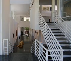 Image 8 of 19 from gallery of AD Classics: Rachofsky House / Richard Meier & Partners. Photograph by D Jules Gianakos Richard Meier, John Hejduk, Peter Eisenman, Michael Graves, Light And Space, Museum Of Modern Art, Modern Architecture, Stairs, Gallery