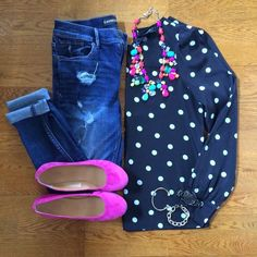 So cute - Polka Dot Blouse, Destroyed Denim Skinnies, Pink Flats, Color Mix Necklace Look Fashion, Winter Fashion, Fashion Outfits, Womens Fashion, Fashion Flats, Fashion Maman, Casual Outfits, Cute Outfits, Preppy Casual