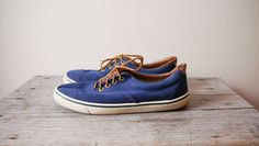 1980s navy blue boat shoes // sneakers // vintage shoes