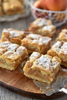 Grandma's covered apple pie- Omas gedeckter Apfelkuchen Recipe for an absolute classic – the covered apple pie. Apple Cake Recipes, Apple Desserts, Baking Recipes, Dessert Recipes, Polish Desserts, Polish Recipes, Polish Food, Food Cakes, Sweet Recipes