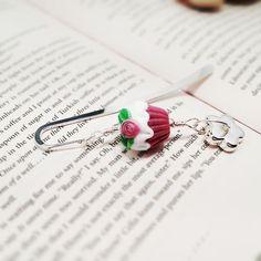 Ditsy Rose Cupcake lampwork beaded bookmark. (pink) £10.00