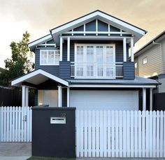 Top marks for the bold colour choice on this lovely Hamptons style weatherboard house, repost House Paint Exterior, Exterior Paint Colors, Exterior House Colors, Paint Colors For Home, Exterior Design, Paint Colours, Blue Colors, Die Hamptons, Hamptons Style Homes