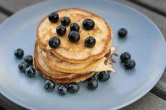 Dein gesunder Start in den Tag – Bananen-Pancakes Snacks, Gnocchi, Super Bowl, Keto, Banana, Breakfast, Food, Muffins, Design