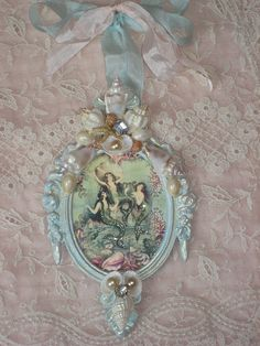 Really cute vintage mermaid illustration wall hanging, made by mylulabelles for a swap. Vintage Mermaid, Mermaid Art, Mermaid Shell, Mermaid Beach, Manualidades Shabby Chic, Shibori, Muebles Shabby Chic, Mermaid Illustration, French Rococo