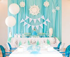 Beautiful and easy Frozen party ideas. Our guide to hosting a Frozen party including cool treats, decorations, Frozen party supplies, crafts and games. Frozen Birthday Party, 5th Birthday Party Ideas, Frozen Theme Party, Birthday Decorations, Party Themes, Birthday Parties, Winter Birthday, Ideas Party, 3rd Birthday
