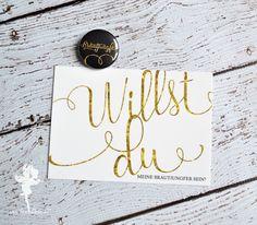 """""""Willst du meine Brautjungfer sein?"""" #feenstaub #trauzeugin #brautjungfer #willstdumeinetrauzeuginsein #kartemitbutton #trauzeugenkarte #trauzeugenbutton #willstdumeintrauzeugesein #bridetobe #bride2016 #bridemaidcard #bridesmaid #maidofhonor #weddinginspiration #wedding #weddinghelp #lookinggood"""