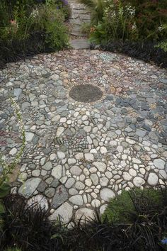 Stone mosaic by Jeffery Bales surrounded by Ophiopogon planiscapus 'Nigrescens'. Photo: Mark Turner