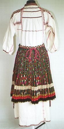 Bulgarian national costumes: Northern Bulgaria costume-Pleven region