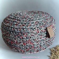 Podrobný postup pro háčkování pufu ze špagátů zn. Lovely Cottons s praktickým zipem všitým zespod pufu, návod na taburet, návod na háčkovaný puf