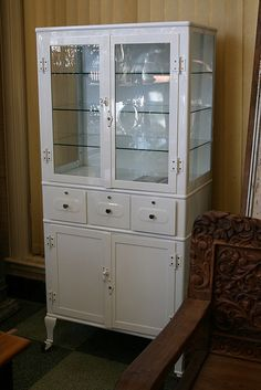 Vintage Medicine Cabinet = creepy as shit, but i want one.