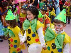Disfraz con bolsa amarilla  http://www.multipapel.com/subfamilia-bolsas-basura-colores-para-disfraces.htm