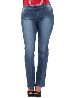 Jeans cinque tasche in misto cotone stretch stone washed con ricamo in pietre e perline sulle tasche davanti e dietro, etichetta in eco-pelle con strass, piega stirata, impunture a contrasto. Vita regolare, gamba dritta. Vestibilità slim.