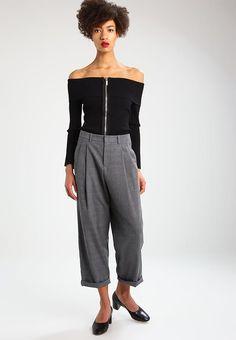 Topshop BOUTIQUE MENSY        - Spodnie materiałowe - grey za 409 zł (11.02.17) zamów bezpłatnie na Zalando.pl.