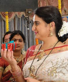 Homely South Kannada Telugu Actress Pavitra Lokesh TV Serial Artist Pavithra Lokesh Tollywood Character Artist Pavitra Lokesh Pavitra Lokesh Aunty in Saree Latest New HD HQ Cute Beautiful Hot Photos Stills images Pics Pictures Wallpapers Photoshoot Beautiful Bollywood Actress, Most Beautiful Indian Actress, Beautiful Actresses, Indian Actress Gallery, South Indian Actress, Meena Hot Photos, Silk Smitha, Aunty In Saree, Wedding Couple Poses Photography