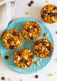 These baked pumpkin oatmeal cups are the perfect solution for busy fall mornings. Make a batch during your weekly meal prep and eat them throughout the week! Baked Pumpkin Oatmeal, Baked Oatmeal Cups, Canned Pumpkin, Healthy Oatmeal Recipes, Healthy Pumpkin, Healthy Meal Prep, Healthy Baking, Healthy Snacks, Pumpkin Spice Syrup