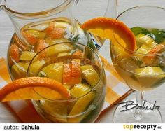 Uvaříme čaj a necháme ho vychladnout. Do půlky džbánu nalijeme  uvařený čaj, osladíme medem, přidáme nakrájený citron nebo pomeranč, může být i...