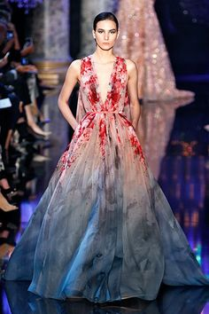 The 14 Most Stunning Dresses From Couture Fashion Week Elie Saab It may not totally reinvent the wheel, but it's hard to argue that Elie Saab's sweeping, cloudy floral-print gown gown isn't breathtaking. Stunning Dresses, Beautiful Gowns, Pretty Dresses, Beautiful Outfits, Floral Print Gowns, Printed Gowns, Floral Gown, Fashion Vestidos, Fashion Dresses