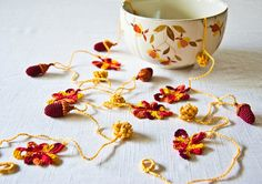 Crochet garland (leaves, acorns_