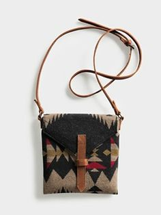 Saddle Mountain Satchel - main compartment has zip closure, back pocket has magnetic snap clousre. wide x *'H Pendleton Wool Crea Cuir, Pendleton Woolen Mills, Pendleton Blankets, Ethno Style, Boho Bags, Mode Outfits, Leather Bag, Purses And Bags, Satchel