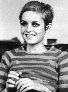 Twiggy sports stripes.