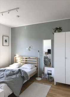 Small Bedroom Ideas - Develop an inviting ambience with these small bedroom deco. Small Bedroom Id Room Design Bedroom, Small Room Bedroom, Room Ideas Bedroom, Home Room Design, Bedroom Decor, Decor Room, Bedroom Lighting, Bedroom Mirrors, Trendy Bedroom