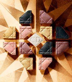 La paleta icónica 5 Couleurs, también se viste de gala para la ocasión, una en tonos oro, cobre y melocotón, y la otra en un color nieve precioso, gris y  malva.Ver más: http://www.mujerglobal.com/belleza/maquillaje-de-dior-para-la-navidad-golden-winter/