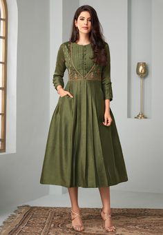 Simple Kurti Designs, Kurta Designs Women, Blouse Designs, Latest Kurti Designs, Pakistani Dresses, Eid Dresses, Indian Gowns, Anarkali Dress, Indian Wear