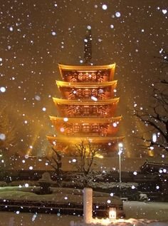 Snowy Evening in Tokyo at Asakusa's Senso-ji Temple - Imgur