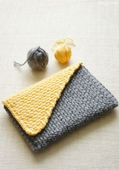 Turning crochet ideas into awesome crochet patterns: sturdy crochet baskets with geometric designs, triangle jute and cotton baskets that fit in tight corners, a journal cover, and Learn to Crochet video tutorials.