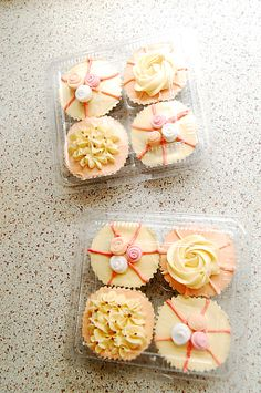 fancy peachy cupcakes...my friend in jersey makes awesome cupcakes